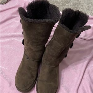 Brown ugg boot size 9 in excellent condition